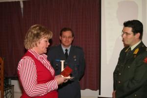 Majoor Eric Logister ontvangt de René Olthuisprijs